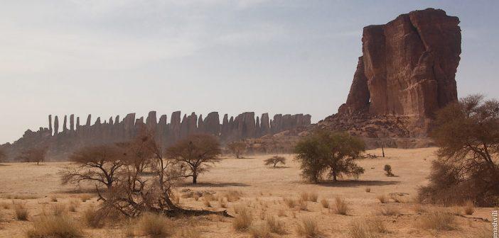 Таємничі будівлі в пустелі Сахара