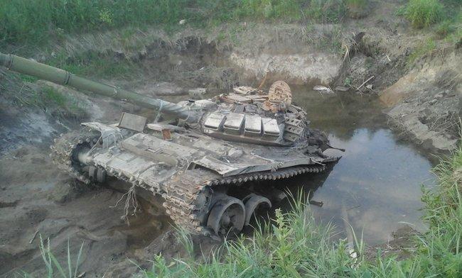 Українські воїни в 2014 році дістали з болота танк, покинутий терористами: його шлях вдалося простежити від самої Росії. ВІДЕО+ФОТОрепортаж