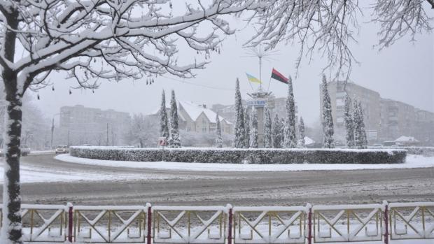 Еротичний сніговик: У мережі показали пікантне фото із Івано-Франківщини