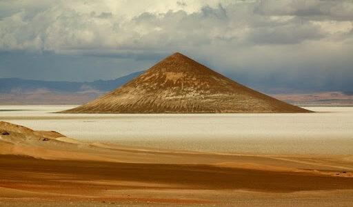 Таємнича піраміда в аргентинській пустелі, яку будували не люди
