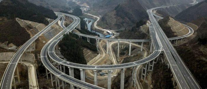 Відео: 750 метрів на годину – як китайці будують грандіозні дороги