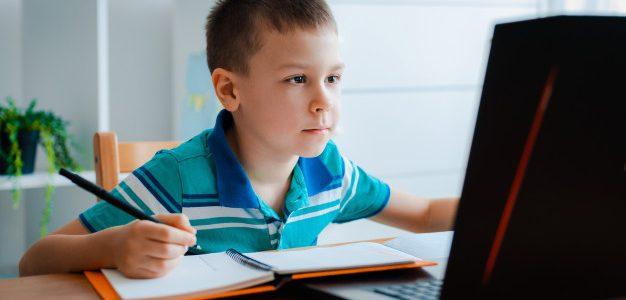 Олег Гончарук: Онлайн навчання зараз на рівні камінного віку. Треба шукати інші можливості